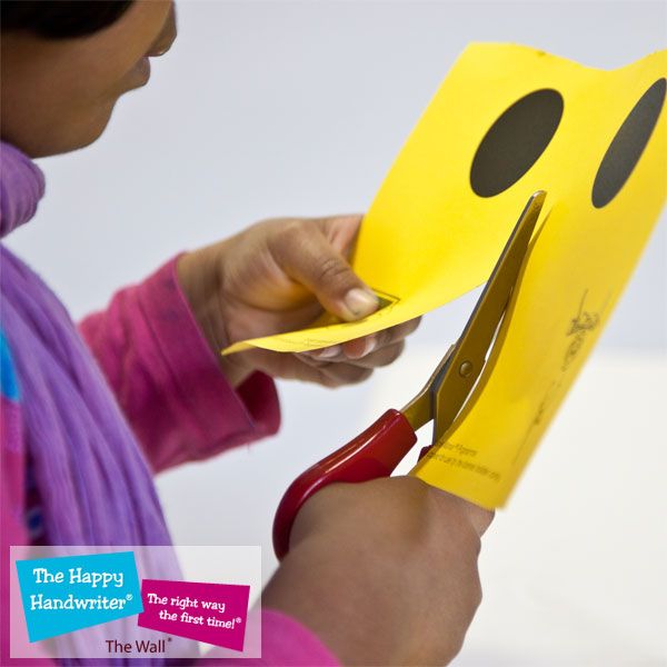 cutting skills development, why are scissor skills important, when should children learn to use scissors, tips for teaching scissor cutting skills, basic cutting activities